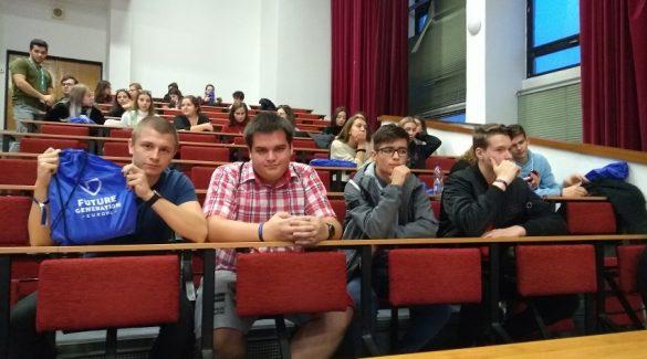 Bepillanthattak a dunaszerdahelyi diákok az egyetemisták életébe