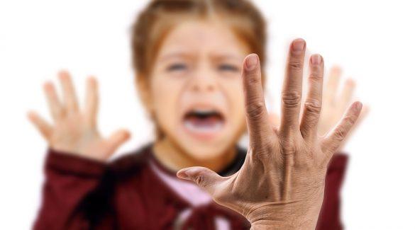 Skóciában tilos lesz a szülői pofon