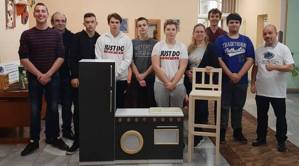 Mini konyhabútort készítettek az asztalosmesterséget tanuló diákok