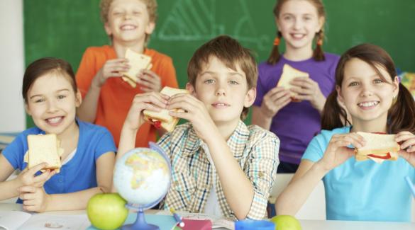 A félév előtti hajszában külön figyeljünk arra, mit eszik a gyerek