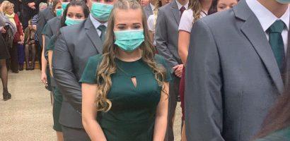 Egy egész osztály szájmaszkban ment a szalagavatóra Kaposváron