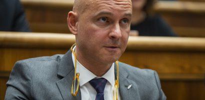 Pénzbírságot fizet az oktatásügyi miniszter, mert nem volt rajta szájmaszk