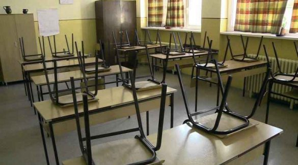 Zárva vannak az iskolák, elhalasztják az érettségit