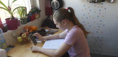 Becsületbeli nyilatkozatot kell kitöltenie a gyerekkel otthon levő szülőnek