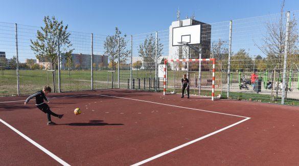 Kinyitották a szabadtéri sportpályákat, járhatnak edzésre a gyerekek