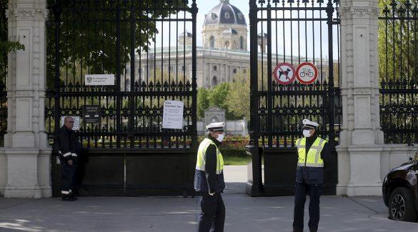 Ausztriában hétfőn újraindul az oktatás, a lemaradókat nyári iskolába küldik