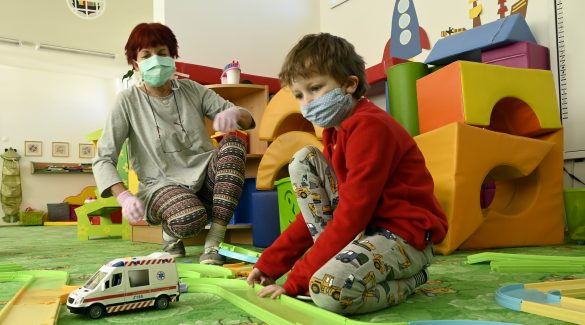 Kiderült, miért veszélytelenebb a gyerekekre a koronavírus