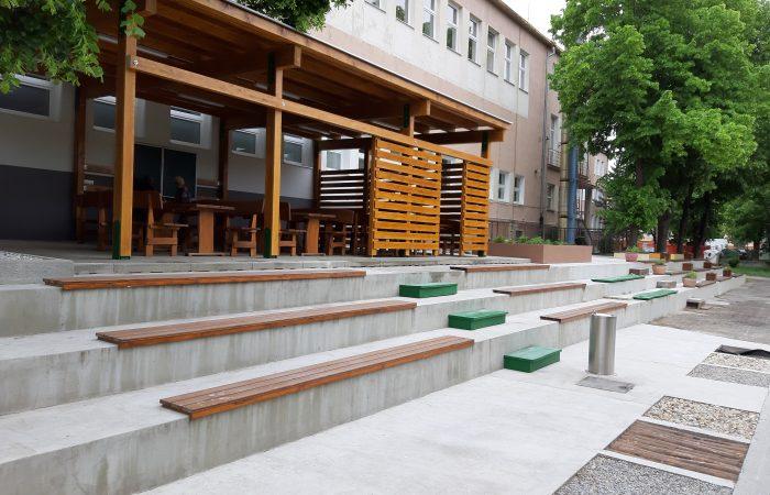 Kültéri tanterem épült a komáromi Jókai Mór Alapiskolában