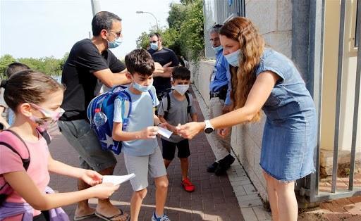 Naponta igazolást ír a szülő – Izraelben ilyen szabályokkal indult újra a tanítás
