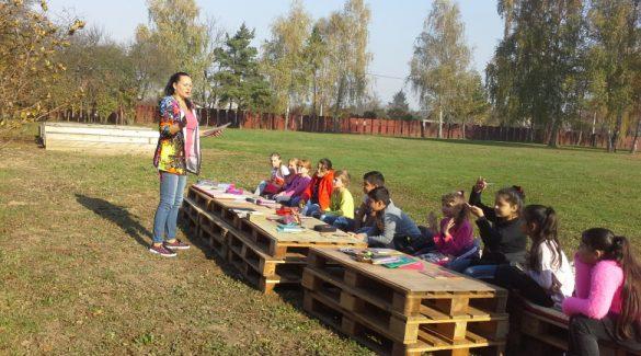 A járvány és a nyitás miatt elterjedhet a szabadban tanítás