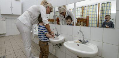 Mától enyhébb járványügyi intézkedések vannak az iskolákban és óvodákban