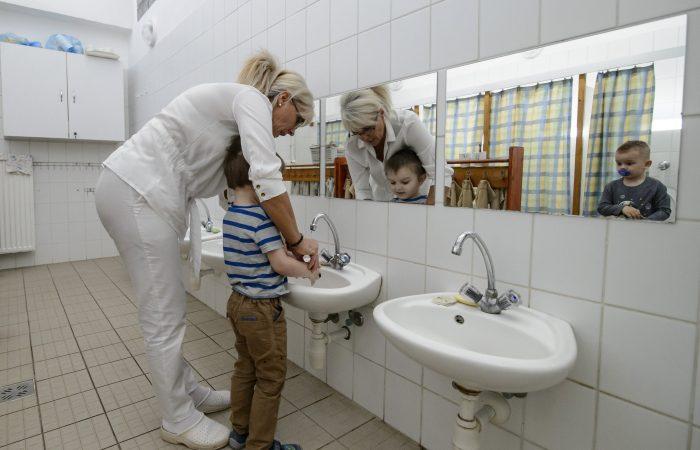 Elárulták, kinek a gyereke mehet óvodába, iskolába március 3-tól