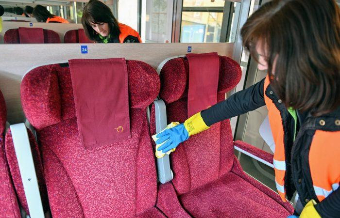 Hétfőtől ismét ingyen vonatozhatnak a diákok