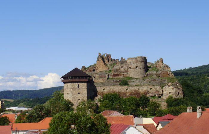 Ismét várja a látogatók ostromát a füleki vár