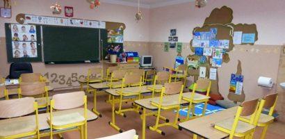 Mától elvileg minden alap- és középiskolás tanuló visszaülhet az iskolapadba