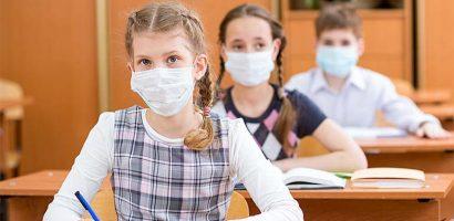 A hónap végéig meghosszabbították a kötelező maszkviselést az iskolákban