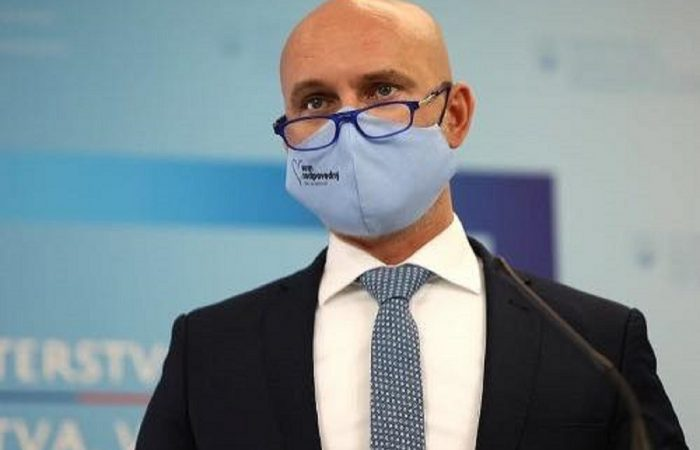 Nyitná az iskolákat november 30-tól a miniszter, Matovič nem enged