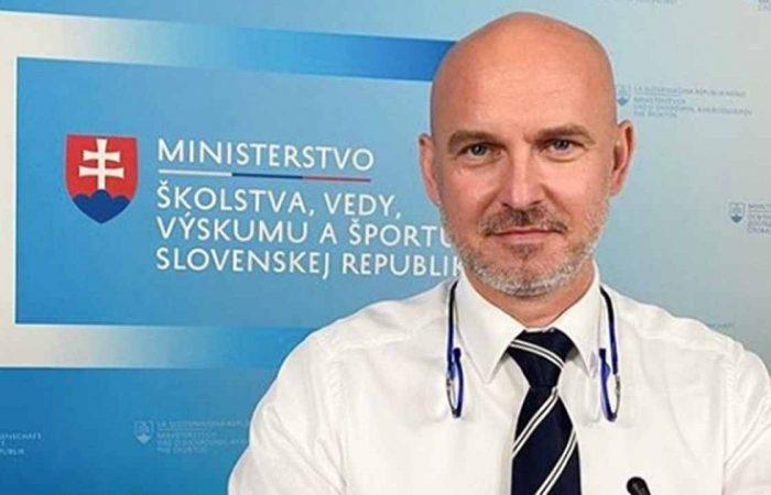 100 eurós jutalom minden iskolaügyi alkalmazottnak a minisztériumtól