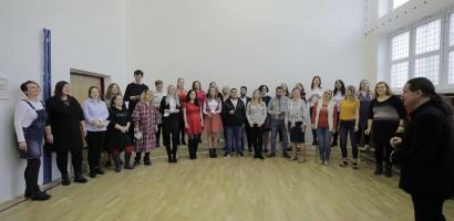 A járvány alatti nehéz időkről énekelnek a kassai Luník IX alapiskolájának tanítói