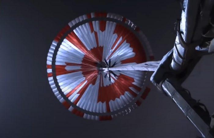 A landolás pillanata és a Mars felszíne a Perseverance képein