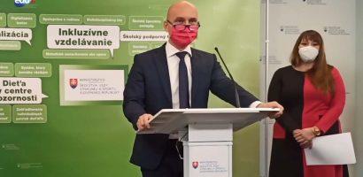 Az oktatási miniszter ápolónőket is szeretne alkalmazni az iskolákban