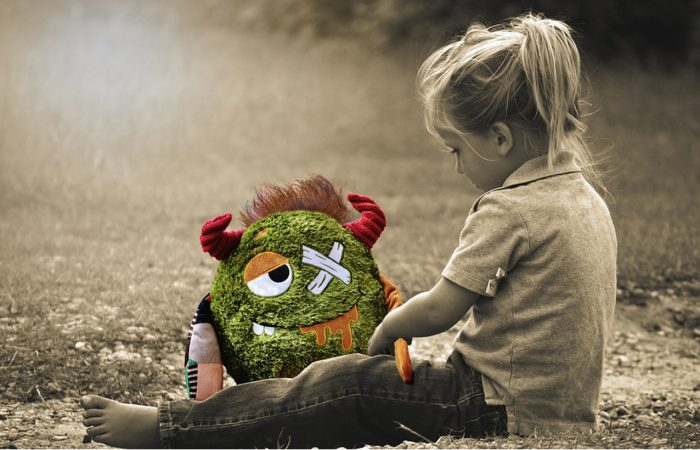 Az érzelmi bántalmazás háttere és következményei gyermekkorban