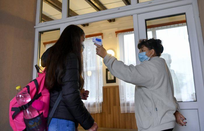 A Dunaszerdahelyi és a Komáromi járásban is kinyitnak jövő héten a középiskolák