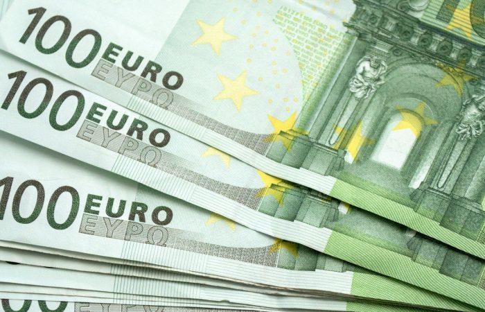100 eurót kap decemberben minden pedagógus