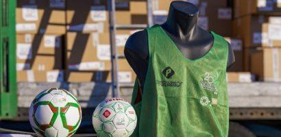 Labdákat és sportszereket küld a magyar kormány az iskoláknak